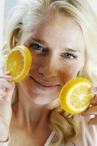 лимон и девушка