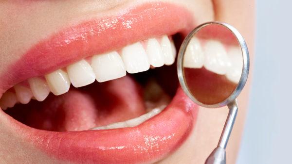 Чистые зубы.